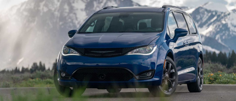 La Pacifica Touring 2021 de Chrysler agrega más funciones, estilo y características.