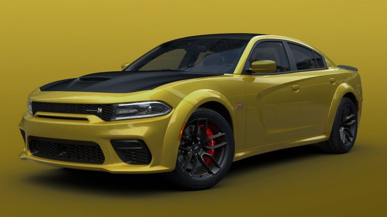 Dodge // SRT celebra el día de San Patricio agregando el color Gold Rush a determinados acabados del Charger